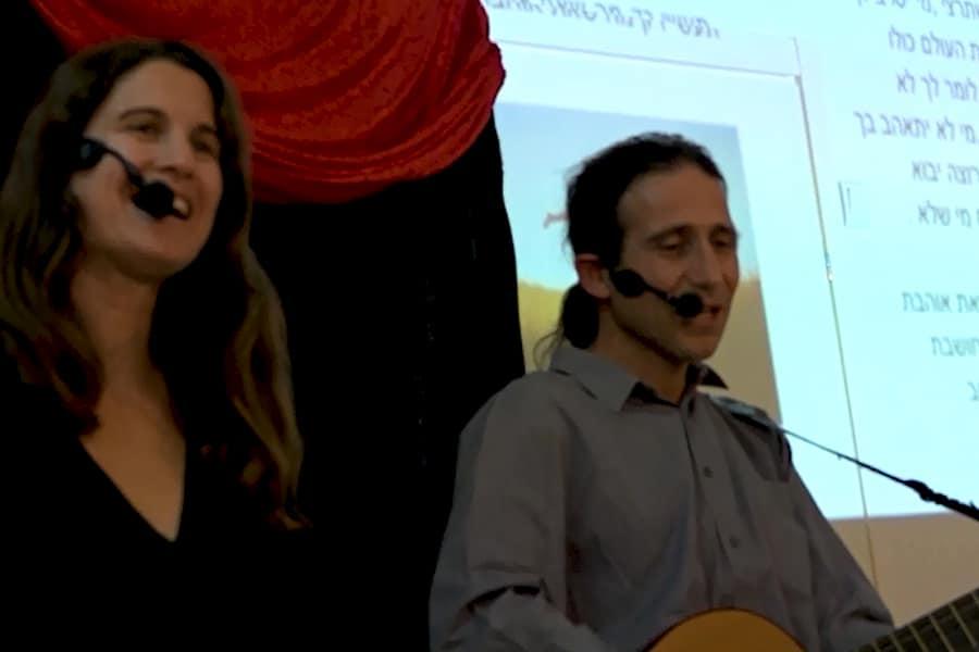 מצגת שירים ותמונות מלווה בשירה חיה ונגינה