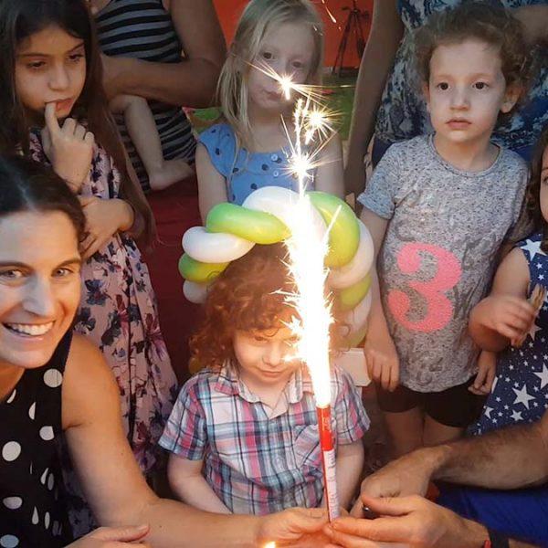 טקס יום הולדת זיקוק ועוגה תאטרון הצפרדע