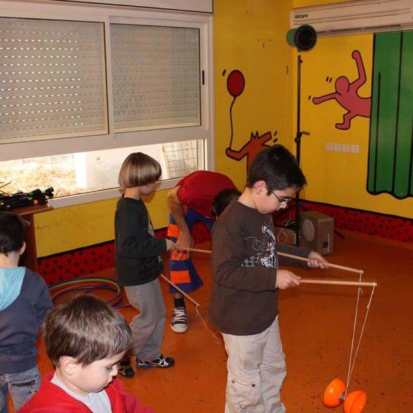 דיאבולו סדנת להטוטנות עם תיאטרון הצפרדע ליום הולדת